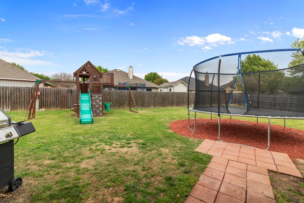 101 Saint James  Court, Rhome, Texas 76078 - acquisto real estate agent of the year mike shepherd
