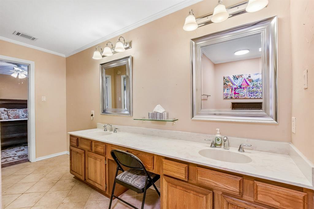 2820 Prescott  Drive, Carrollton, Texas 75006 - acquisto real estate best realtor foreclosure real estate mike shepeherd walnut grove realtor