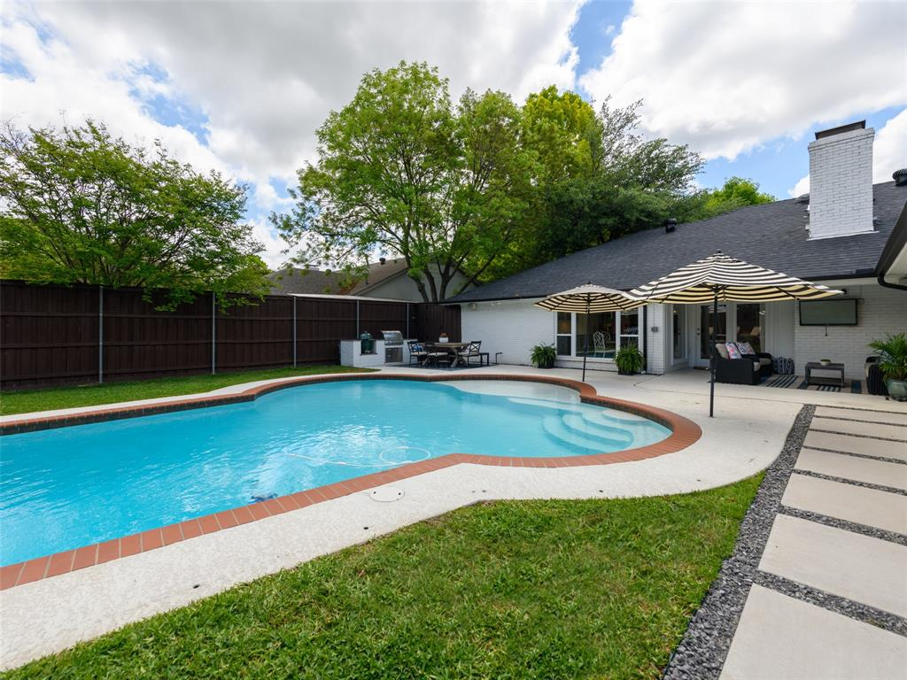 6807 Truxton  Drive, Dallas, Texas 75231 - acquisto real estate best realtor foreclosure real estate mike shepeherd walnut grove realtor