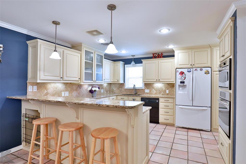 2215 Oakwood  Lane, Abilene, Texas 79605 - Acquisto Real Estate best plano realtor mike Shepherd home owners association expert