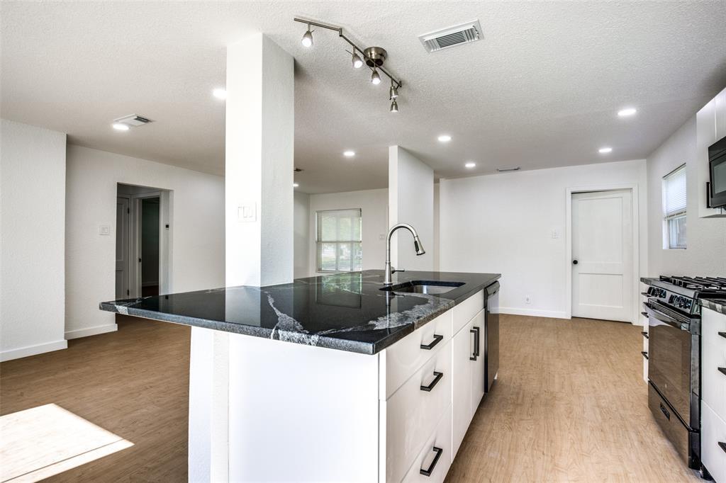 1434 Oak Cliff  Boulevard, Dallas, Texas 75208 - acquisto real estate best style realtor kim miller best real estate reviews dfw