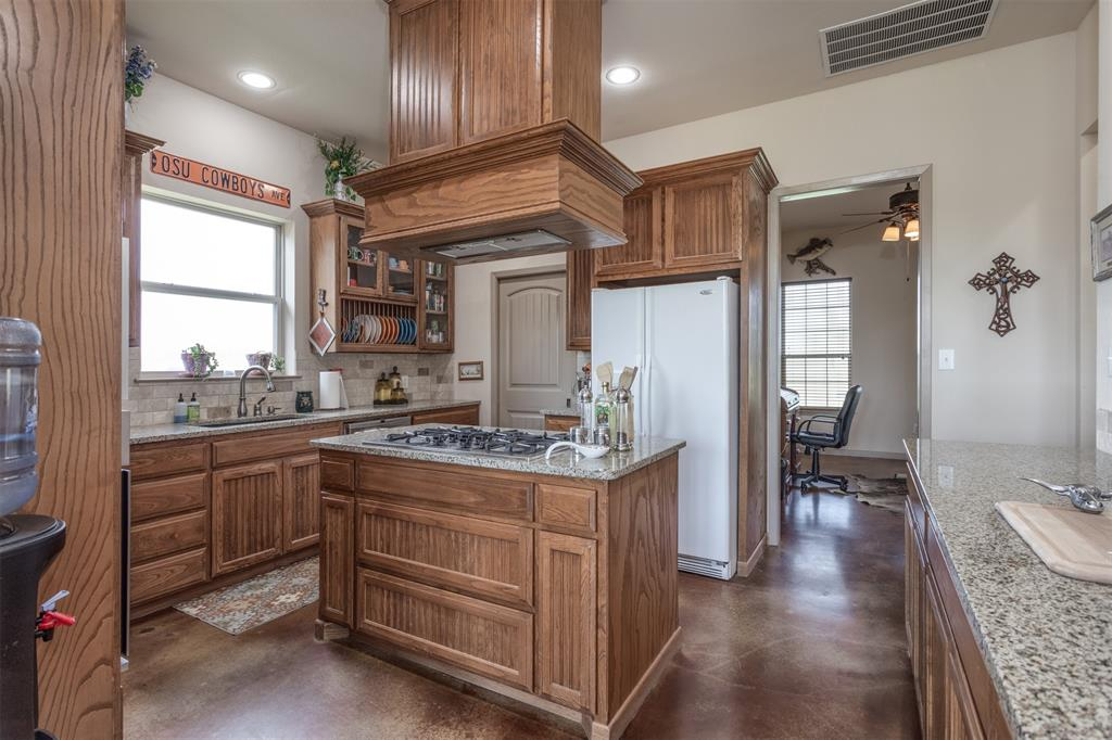 252 Emberson Ranch  Road, Pilot Point, Texas 76258 - acquisto real estate best listing agent in the nation shana acquisto estate realtor