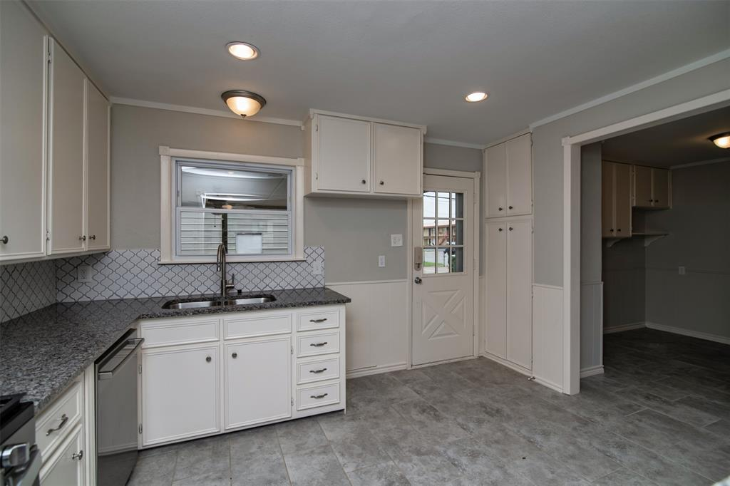 500 Ellen  Avenue, Hurst, Texas 76053 - acquisto real estate best highland park realtor amy gasperini fast real estate service