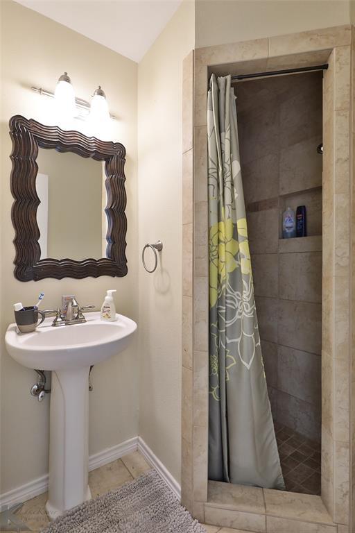 2215 Oakwood  Lane, Abilene, Texas 79605 - acquisto real estate best new home sales realtor linda miller executor real estate