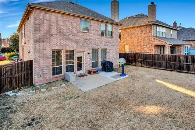 501 Eastland  Drive, Lewisville, Texas 75056 - acquisto real estate best frisco real estate agent amy gasperini panther creek realtor