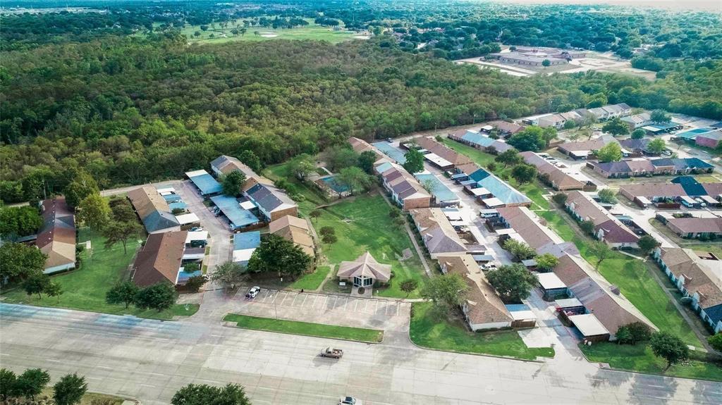 10 Townhouse  Lane, Grand Prairie, Texas 75052 - acquisto real estate best realtor foreclosure real estate mike shepeherd walnut grove realtor