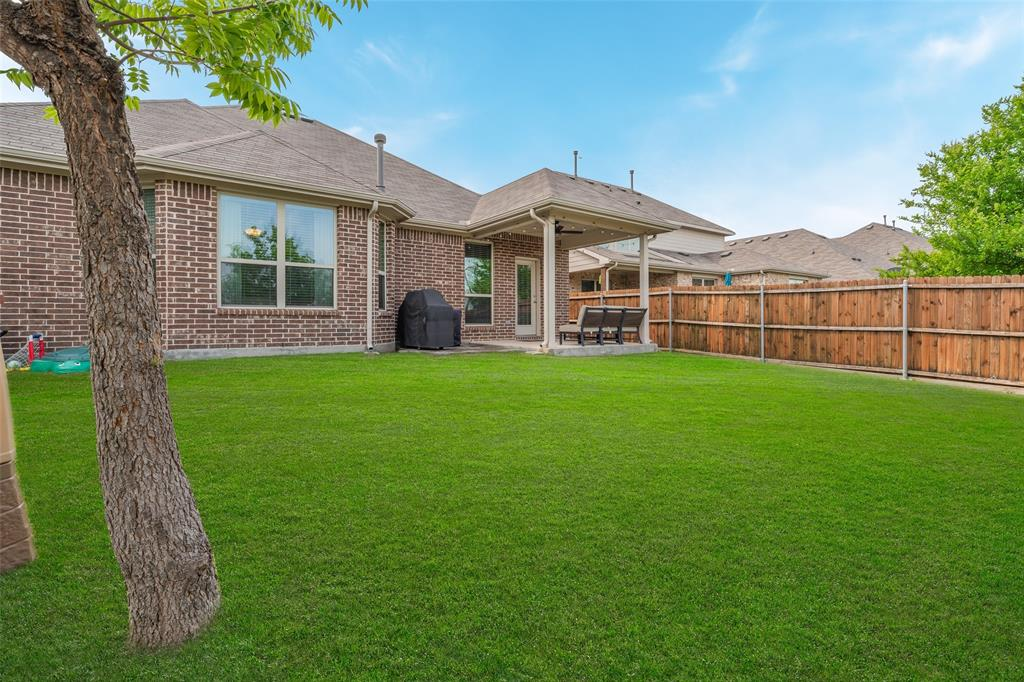 600 Sundrop  Drive, Little Elm, Texas 75068 - acquisto real estate best plano real estate agent mike shepherd