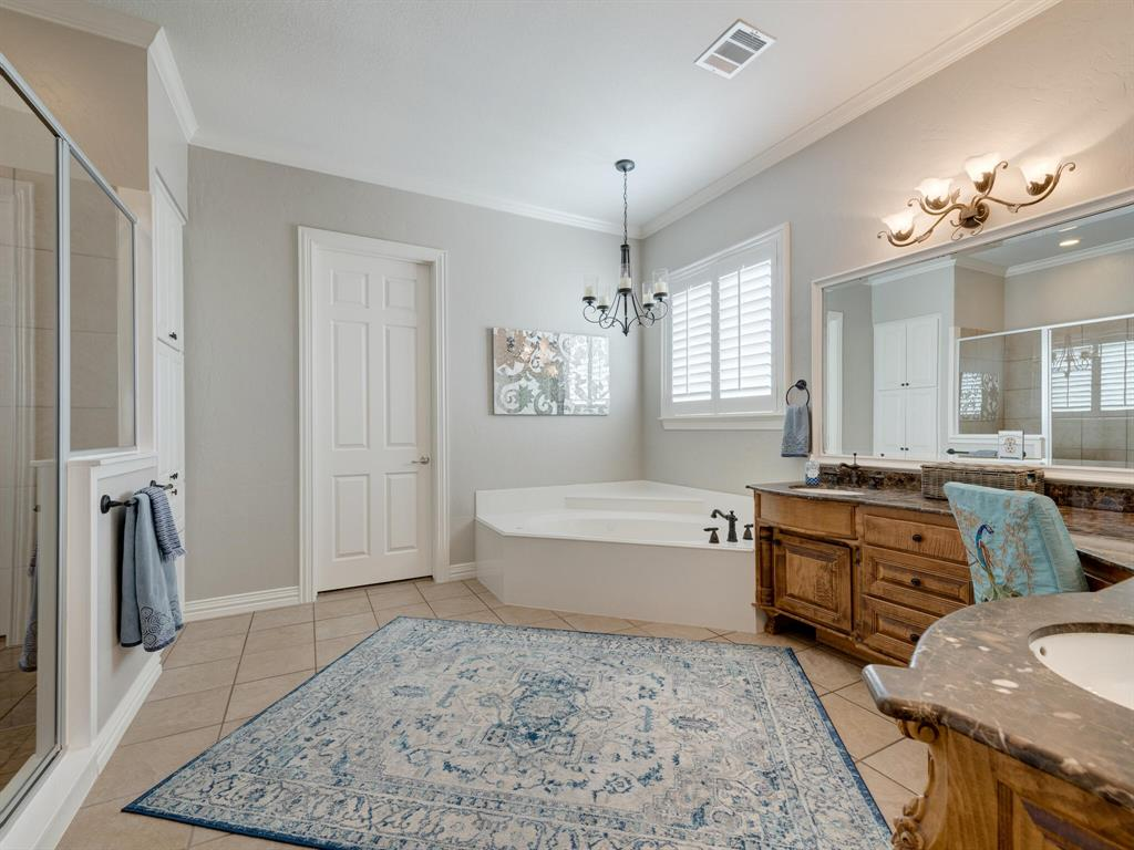 8309 Valley Oaks  Drive, North Richland Hills, Texas 76182 - acquisto real estate best frisco real estate agent amy gasperini panther creek realtor