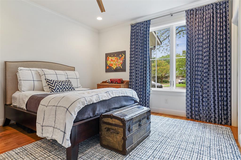 560 Northlake  Drive, Dallas, Texas 75218 - acquisto real estate best realtor foreclosure real estate mike shepeherd walnut grove realtor
