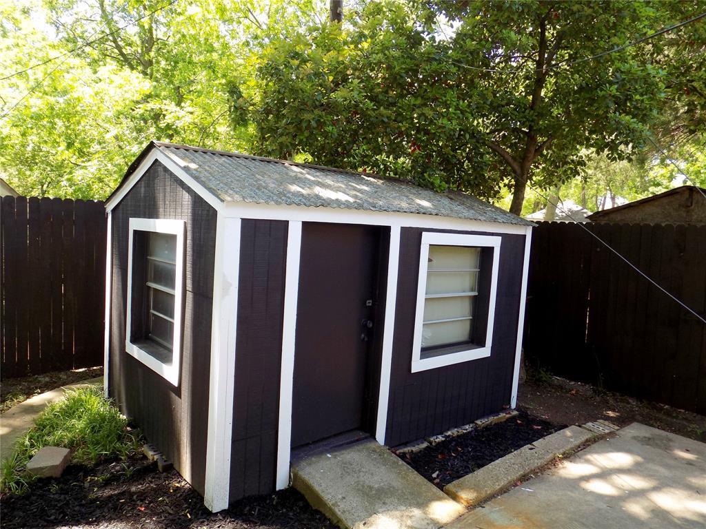 2730 Tisinger  Avenue, Dallas, Texas 75228 - acquisto real estate mvp award real estate logan lawrence