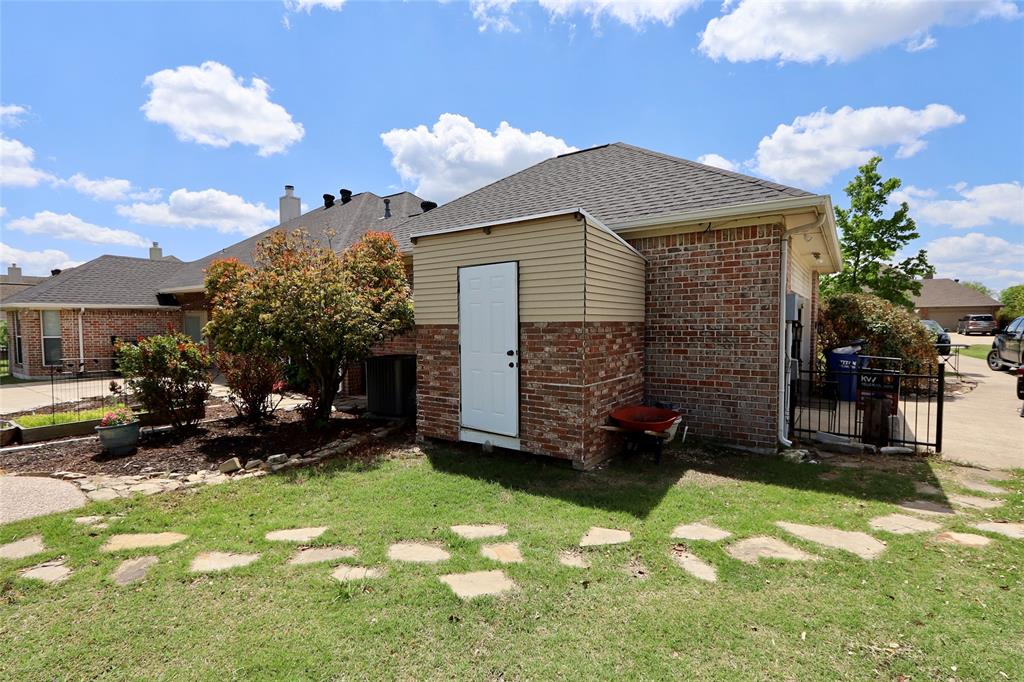 10188 Dennehy  Drive, Talty, Texas 75126 - acquisto real estate best looking realtor in america shana acquisto