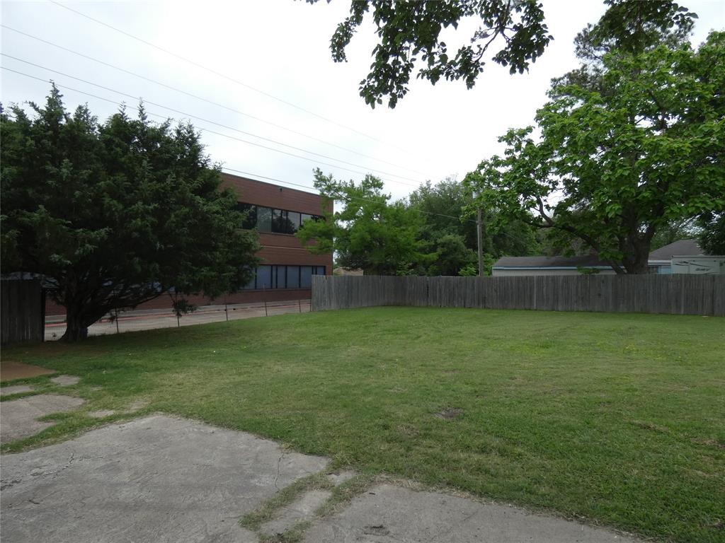 1614 Bruce  Drive, Garland, Texas 75043 - Acquisto Real Estate best plano realtor mike Shepherd home owners association expert