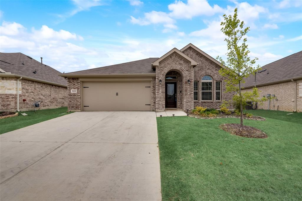 9244 Silver Dollar  Drive, Fort Worth, Texas 76131 - Acquisto Real Estate best plano realtor mike Shepherd home owners association expert