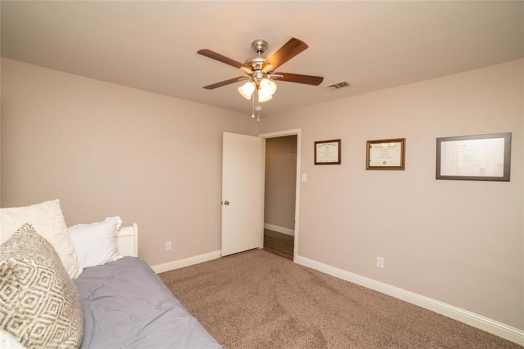 2426 Sherwood  Drive, Grand Prairie, Texas 75050 - acquisto real estate agent of the year mike shepherd