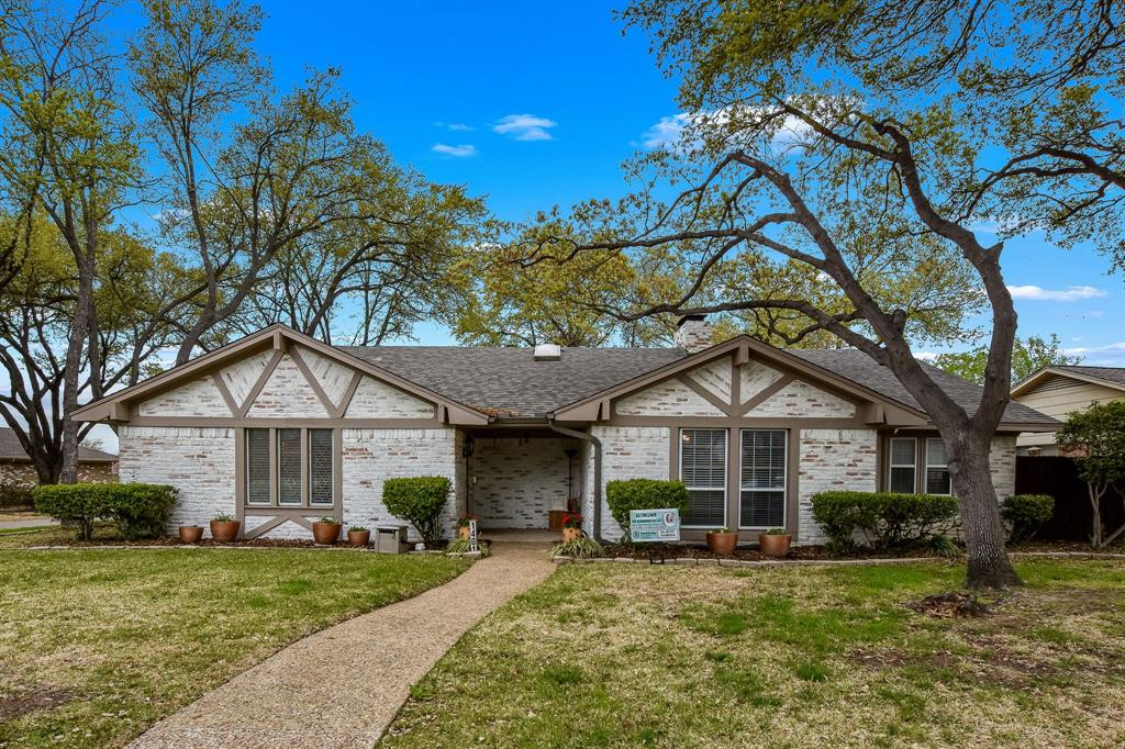 1401 Lincoln  Drive, Carrollton, Texas 75006 - Acquisto Real Estate best plano realtor mike Shepherd home owners association expert