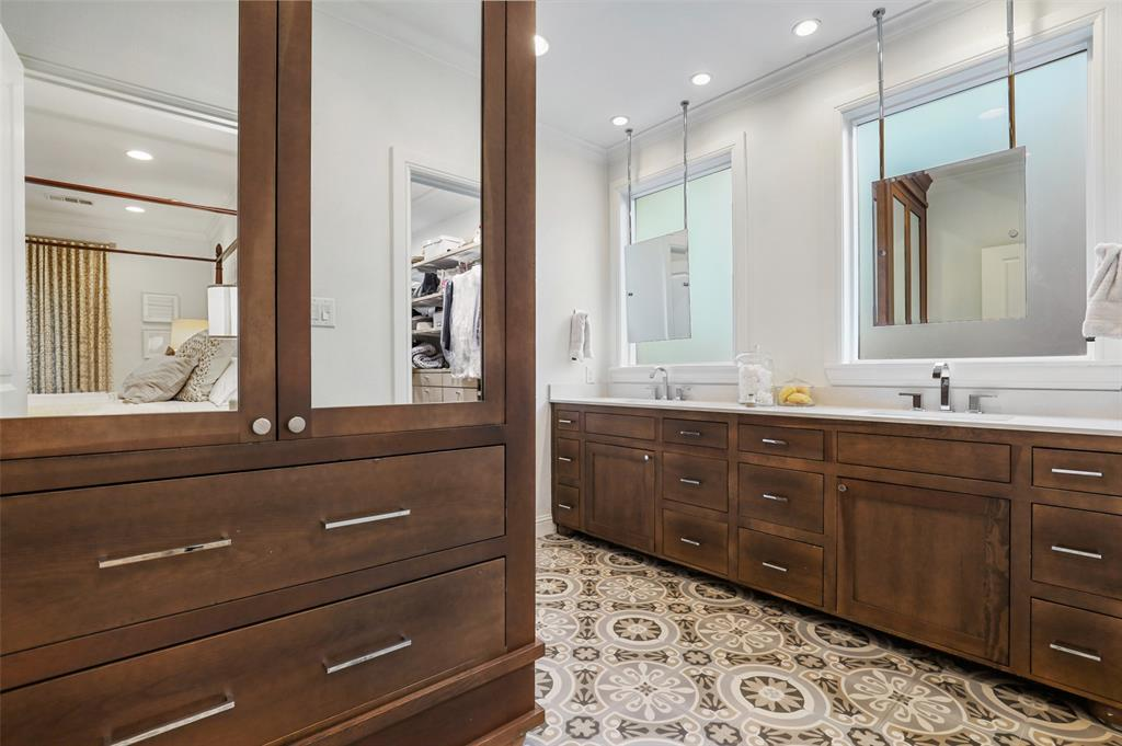 560 Northlake  Drive, Dallas, Texas 75218 - acquisto real estate best realtor dallas texas linda miller agent for cultural buyers