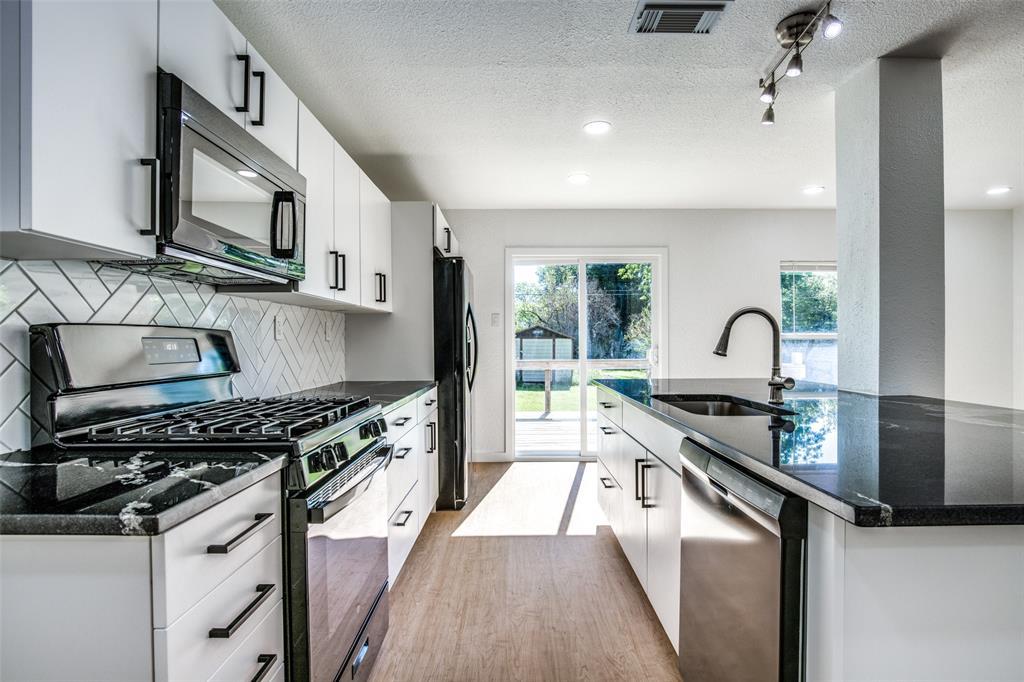 1434 Oak Cliff  Boulevard, Dallas, Texas 75208 - Acquisto Real Estate best plano realtor mike Shepherd home owners association expert