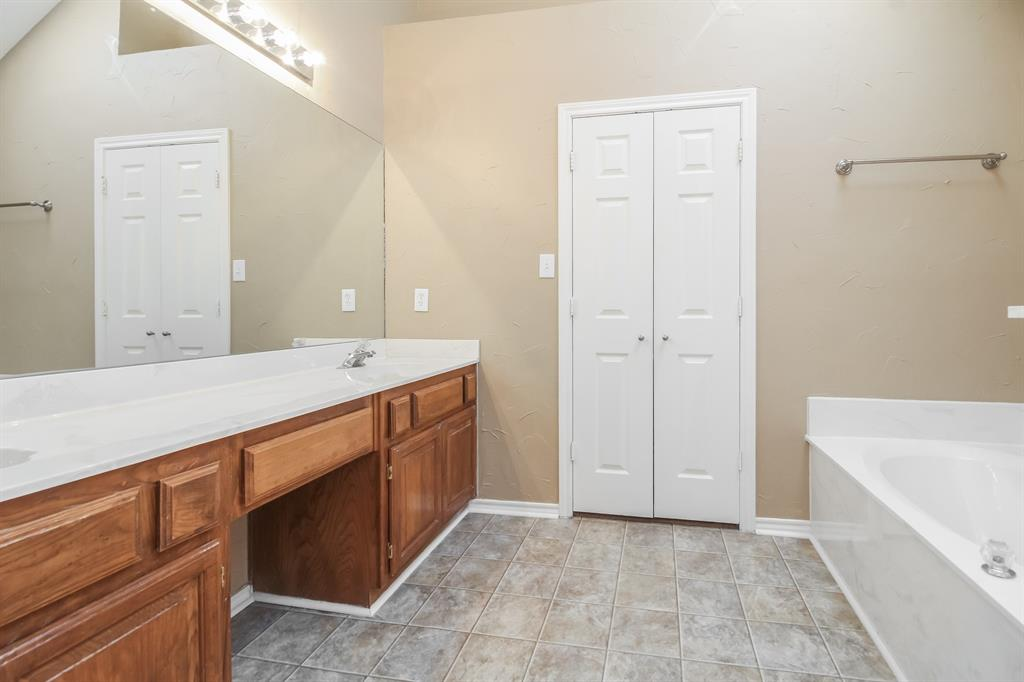 1453 Ridgecreek  Drive, Lewisville, Texas 75067 - acquisto real estate best real estate company in frisco texas real estate showings