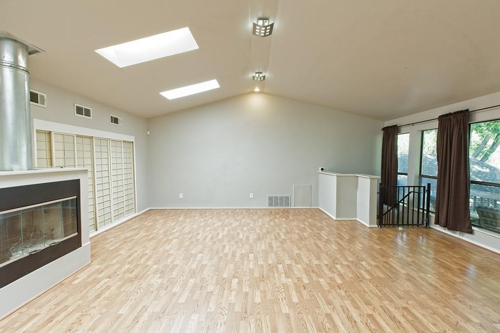 8635 Shagrock  Lane, Dallas, Texas 75238 - acquisto real estate mvp award real estate logan lawrence