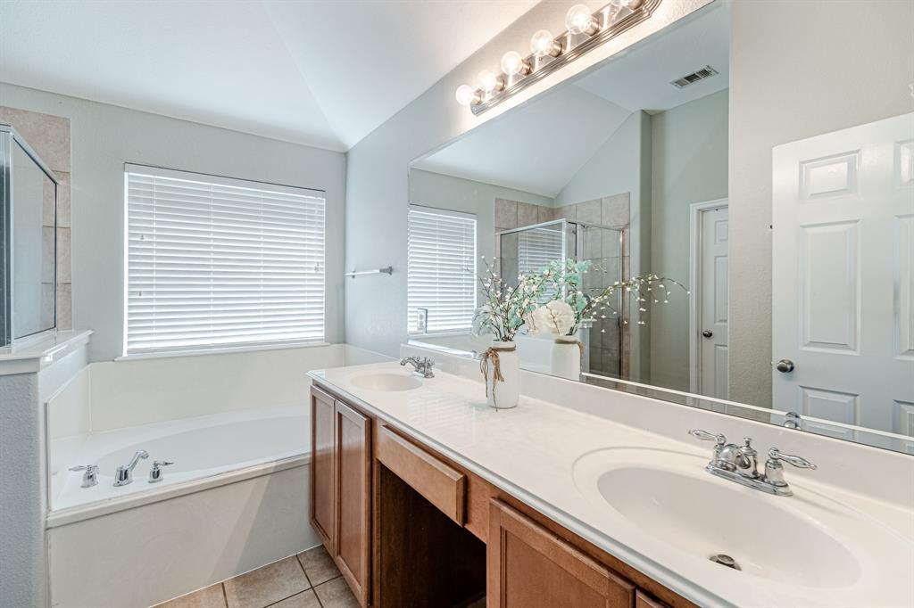 12145 Durango Root  Drive, Fort Worth, Texas 76244 - acquisto real estate best realtor foreclosure real estate mike shepeherd walnut grove realtor