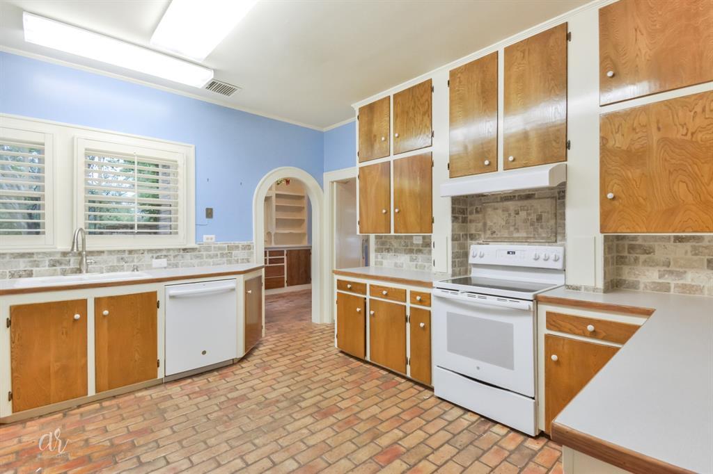 1102 Hollis  Drive, Abilene, Texas 79605 - acquisto real estate best celina realtor logan lawrence best dressed realtor