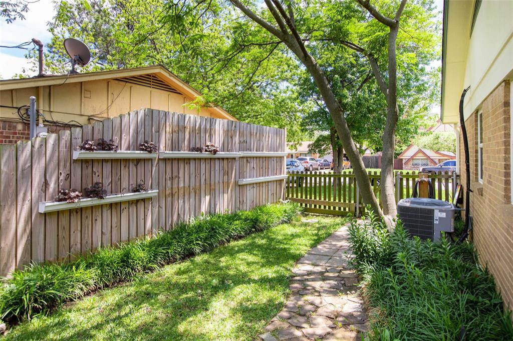 212 Huitt  Lane, Euless, Texas 76040 - acquisto real estate best realtor foreclosure real estate mike shepeherd walnut grove realtor