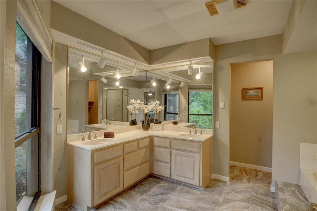 4315 Fairway  Drive, Granbury, Texas 76049 - acquisto real estate best realtor foreclosure real estate mike shepeherd walnut grove realtor
