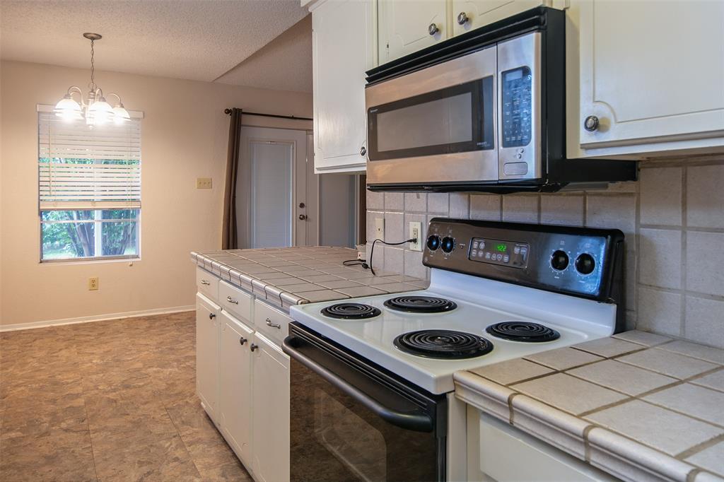 1737 Northwood  Boulevard, Corsicana, Texas 75110 - acquisto real estate best new home sales realtor linda miller executor real estate