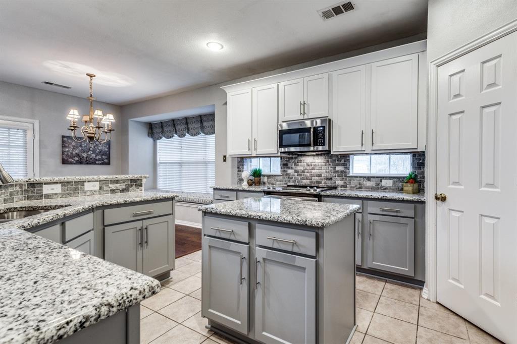 5022 Toftrees  Drive, Arlington, Texas 76016 - acquisto real estate best luxury buyers agent in texas shana acquisto inheritance realtor