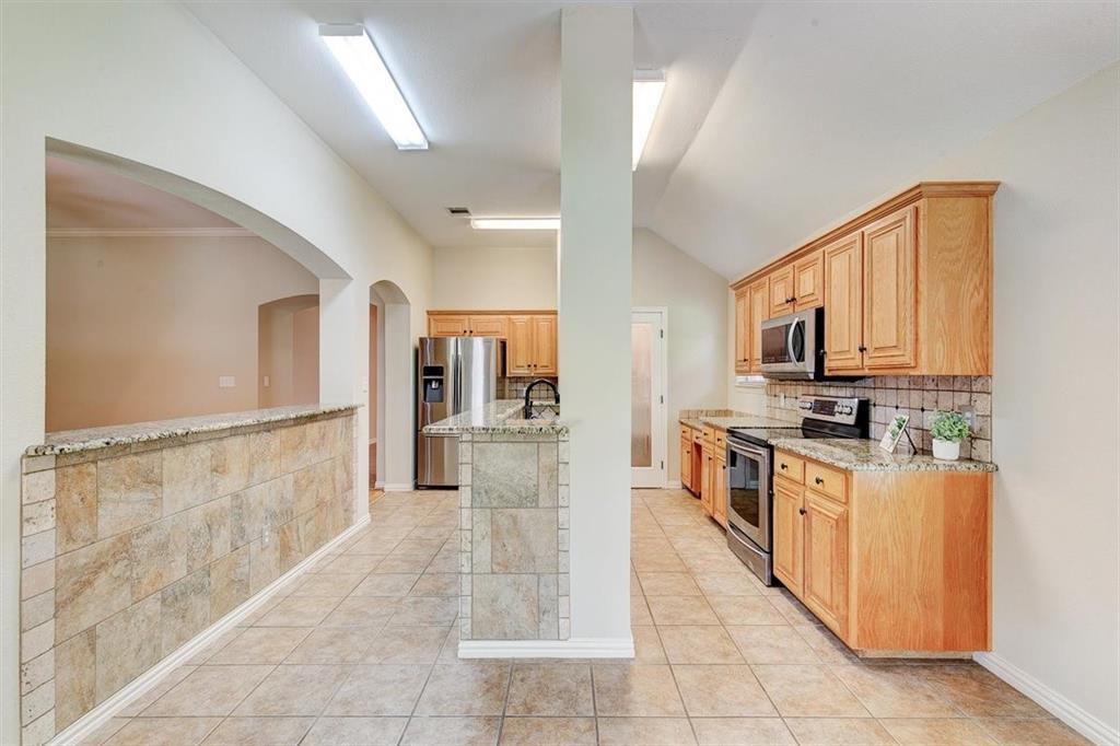 4407 Cluster Oak  Court, Granbury, Texas 76049 - acquisto real estate best photos for luxury listings amy gasperini quick sale real estate