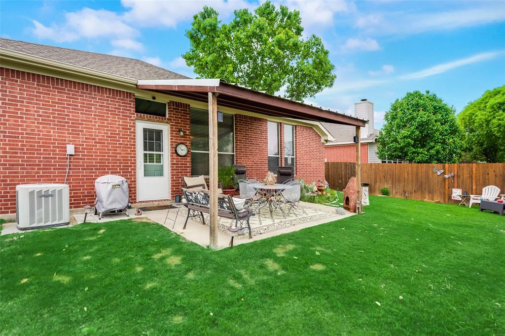 2612 Hilcroft  Avenue, Denton, Texas 76210 - acquisto real estate best looking realtor in america shana acquisto