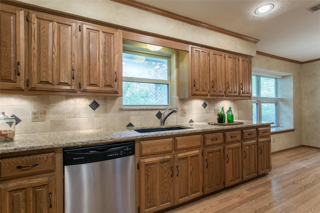 8046 Moss Meadows  Drive, Dallas, Texas 75231 - acquisto real estate best highland park realtor amy gasperini fast real estate service
