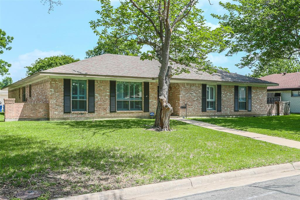 811 Lake Highlands  Drive, Allen, Texas 75002 - acquisto real estate best the colony realtor linda miller the bridges real estate