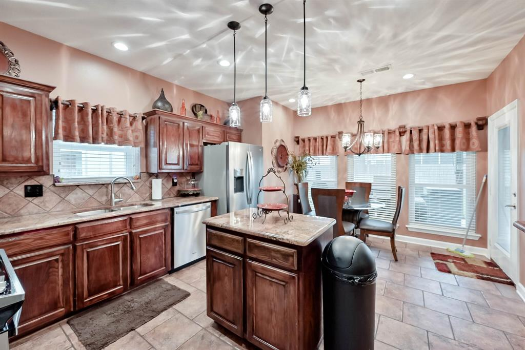 5707 Longhorn  Lane, Arlington, Texas 76017 - acquisto real estate best real estate company in frisco texas real estate showings