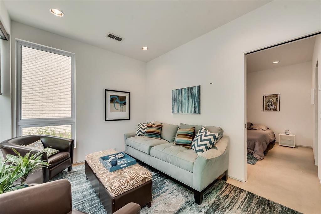 4711 Live Oak  Street, Dallas, Texas 75204 - acquisto real estate best realtor foreclosure real estate mike shepeherd walnut grove realtor