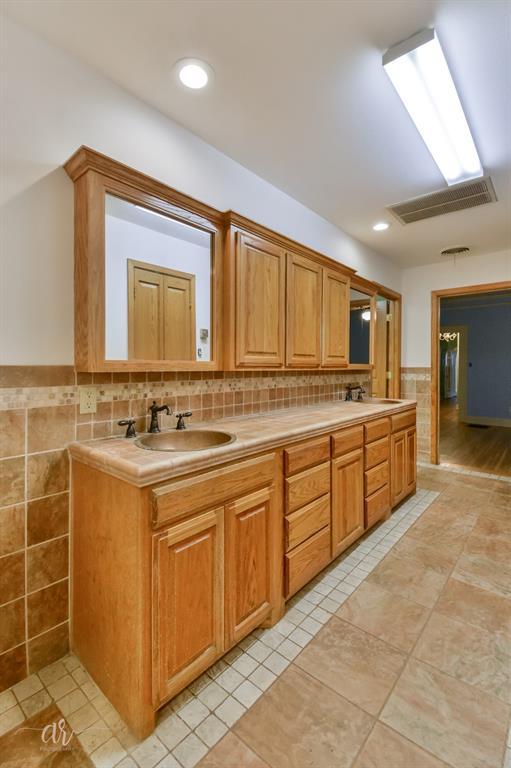 1102 Hollis  Drive, Abilene, Texas 79605 - acquisto real estate best listing agent in the nation shana acquisto estate realtor