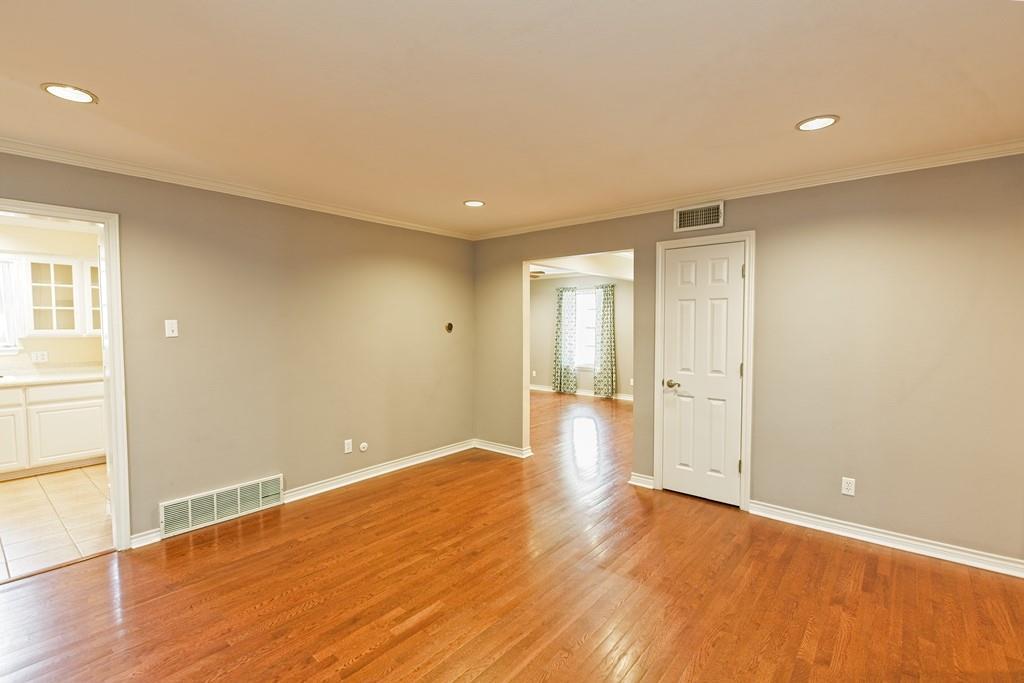 8635 Shagrock  Lane, Dallas, Texas 75238 - acquisto real estate best listing agent in the nation shana acquisto estate realtor