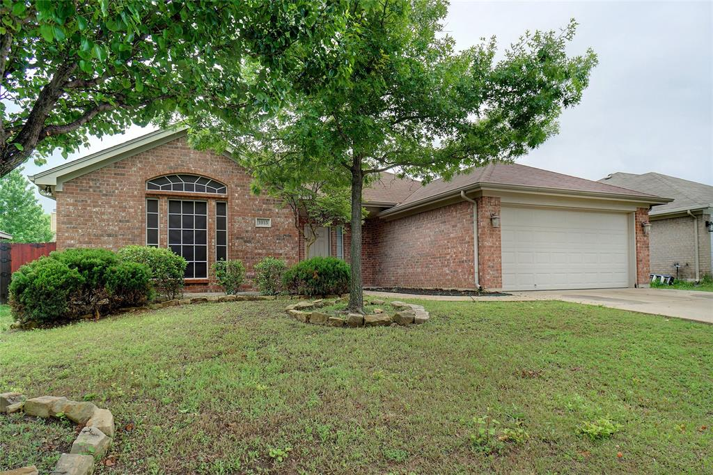 1015 Vinewood  Avenue, Burleson, Texas 76028 - Acquisto Real Estate best plano realtor mike Shepherd home owners association expert