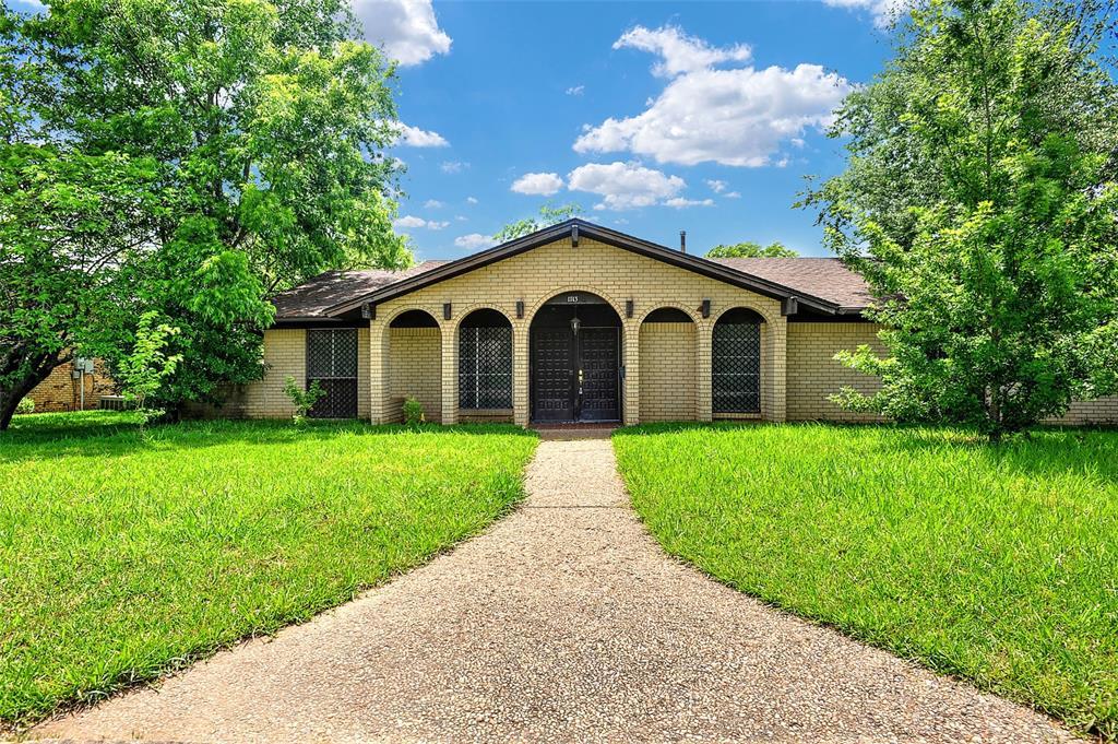1713 Ridgeway  Drive, Sherman, Texas 75092 - Acquisto Real Estate best plano realtor mike Shepherd home owners association expert