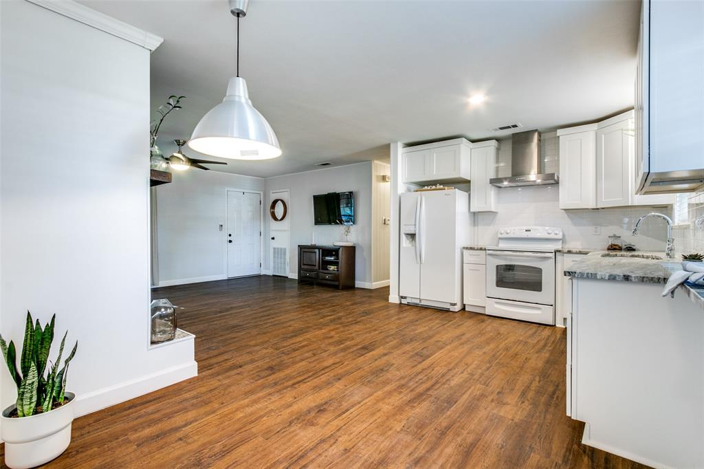 205 Redbud  Trail, Shady Shores, Texas 76208 - acquisto real estate best highland park realtor amy gasperini fast real estate service