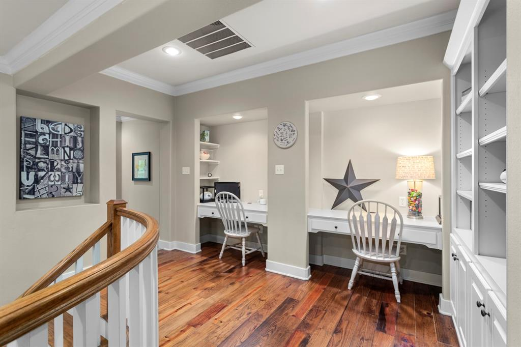 1910 Stonegate  Place, Tyler, Texas 75703 - acquisto real estate best park cities realtor kim miller best staging agent