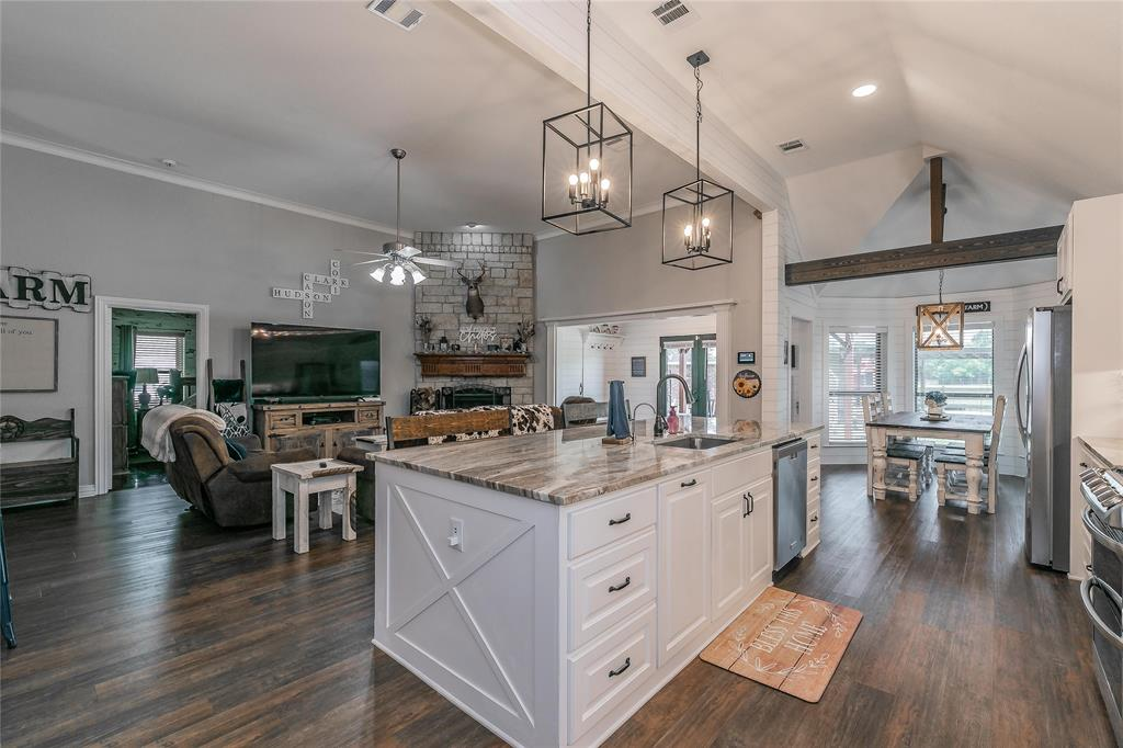 132 Fossil Rock  Drive, Azle, Texas 76020 - acquisto real estate best photos for luxury listings amy gasperini quick sale real estate