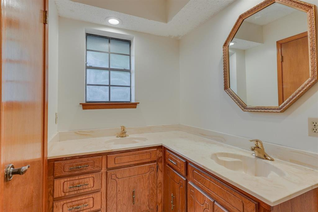 2919 Spring Oaks  Court, Bedford, Texas 76021 - acquisto real estate best investor home specialist mike shepherd relocation expert