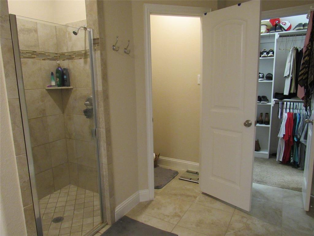1438 Blue Bonnett  Boulevard, Gainesville, Texas 76240 - acquisto real estate best photos for luxury listings amy gasperini quick sale real estate