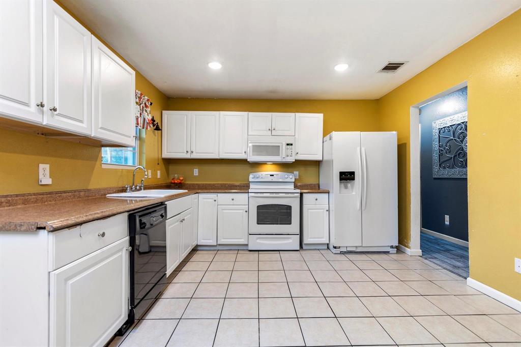 5701 Hanson  Drive, Watauga, Texas 76148 - acquisto real estate best realtor foreclosure real estate mike shepeherd walnut grove realtor