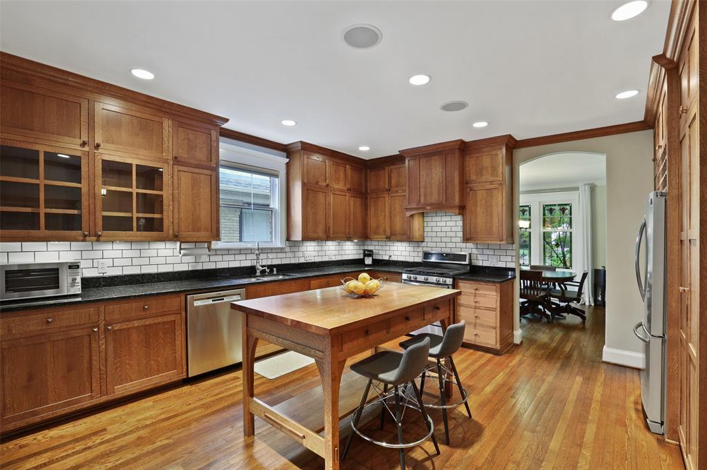 5838 Monticello  Avenue, Dallas, Texas 75206 - acquisto real estate best real estate company to work for