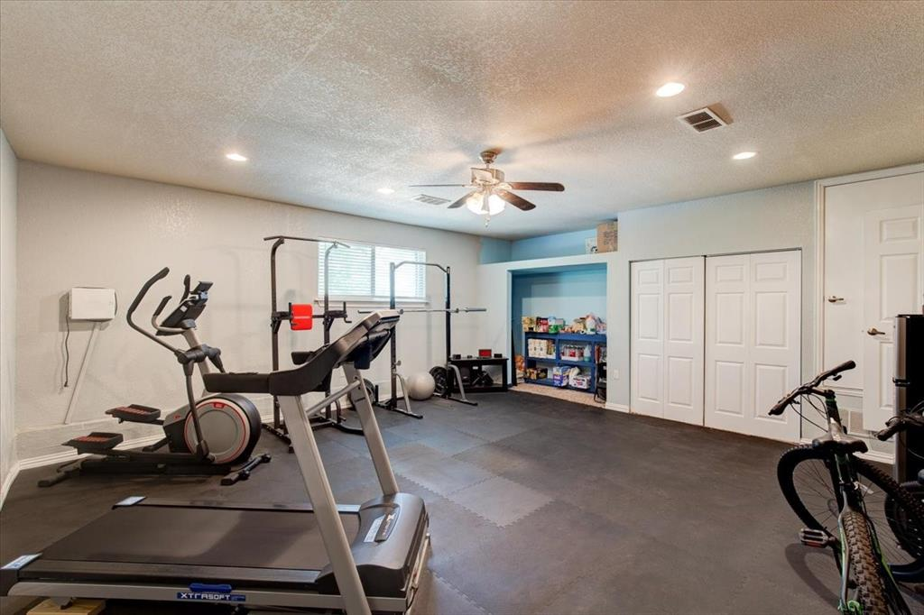 1112 Cooks  Lane, Fort Worth, Texas 76120 - acquisto real estate best photos for luxury listings amy gasperini quick sale real estate