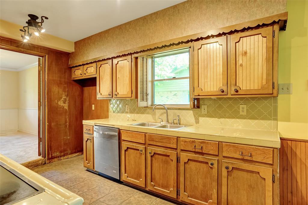 1713 Ridgeway  Drive, Sherman, Texas 75092 - acquisto real estate best new home sales realtor linda miller executor real estate