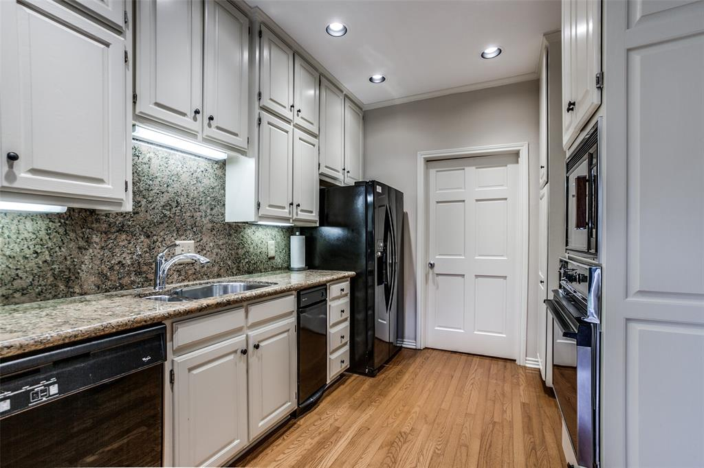 4 Connaught  Court, Dallas, Texas 75225 - acquisto real estate best highland park realtor amy gasperini fast real estate service
