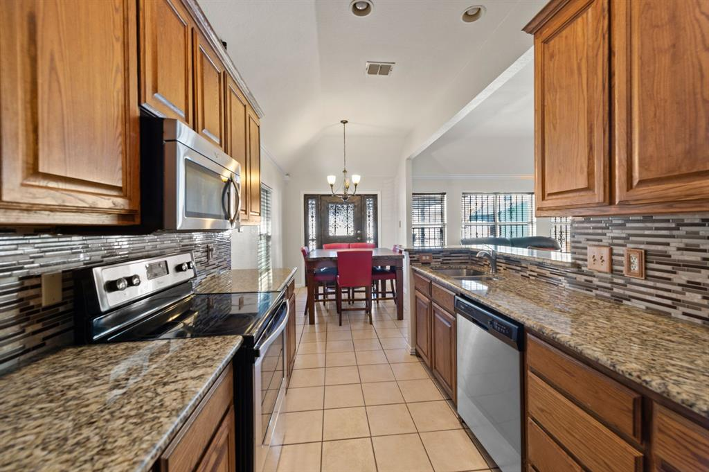 925 Bessie  Street, Fort Worth, Texas 76104 - acquisto real estate best real estate company to work for